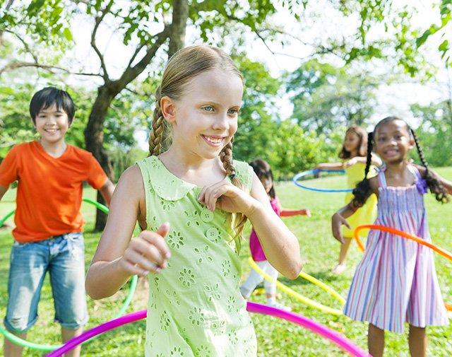 kids with hula hopps