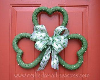 St. Patrick's Day Crafts: Shamrock Wreath