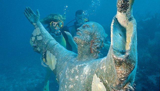 Pennekamp Underwater Statue