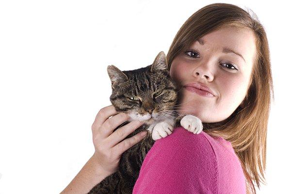 Teen volunteer with cat