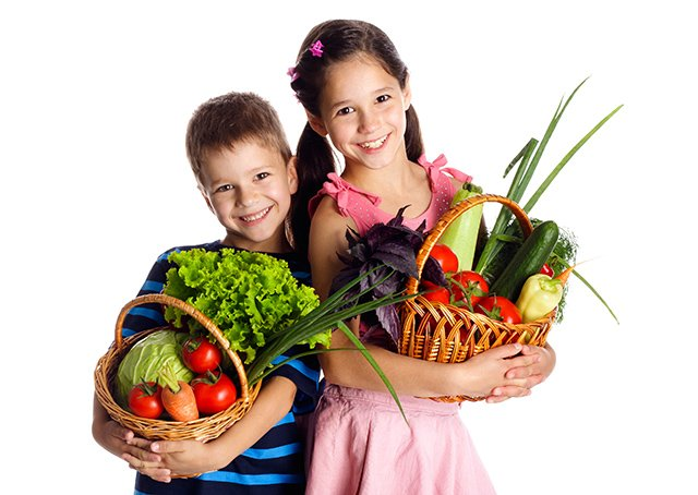 Children with organic produce