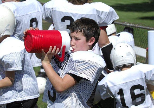 football player dirnking water