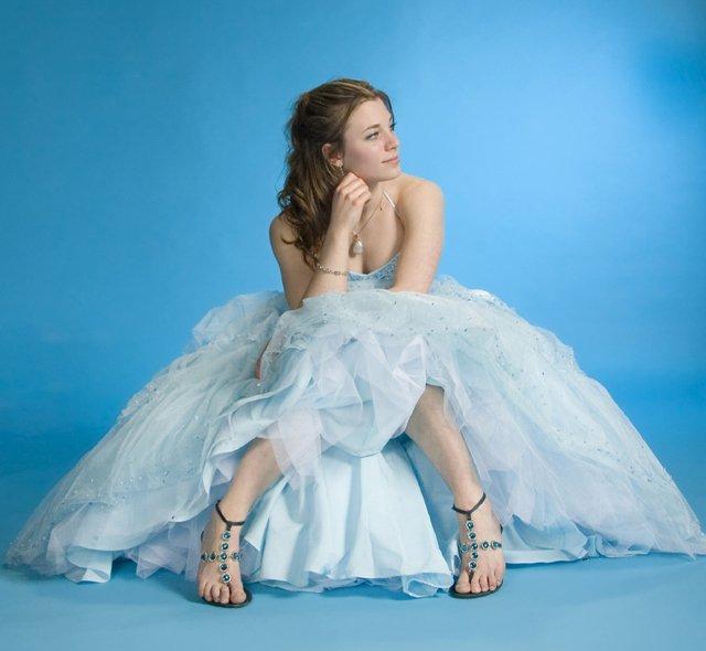 girl in blue prom dress